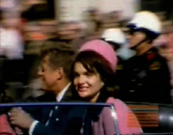 Il Presidente Kennedy e la moglie il giorno dell'attentato di Dallas
