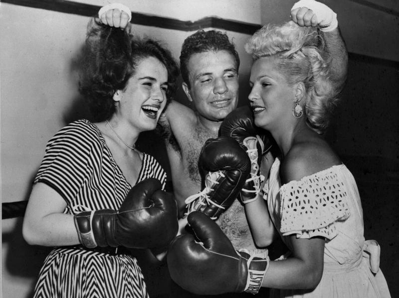 Jake La Motta con la moglie Viky (a destra) e Fulvia Franco nel 1953